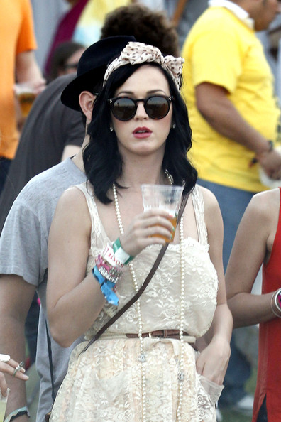 Love how Katy Perry's sunglasses compliment her face shape