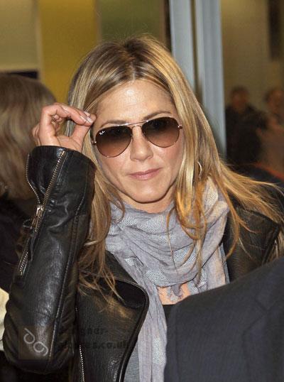 Jennifer Aniston in her aviators