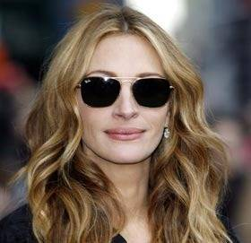 Julia Roberts rocking her shades