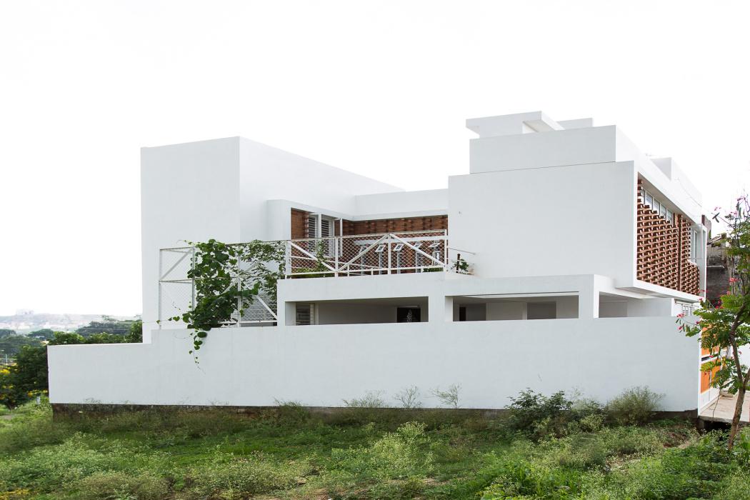 5216d9f6e8e44e4ee30001c4_lateral-house-gaurav-roy-choudhury_benaka-18