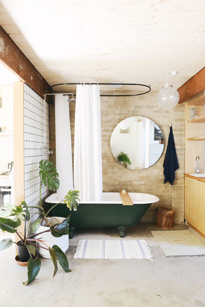 Love the old-fashioned look of the bath tub, the open door? Not as much ;)