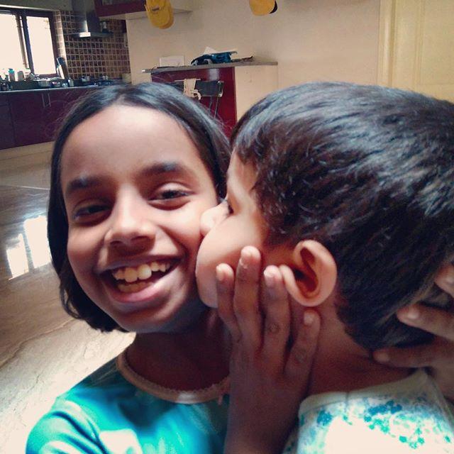 kissing_siblings