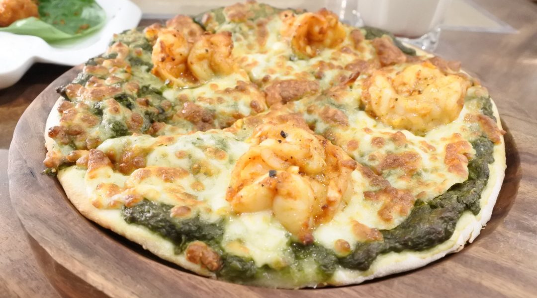 Prawn pesto pizza