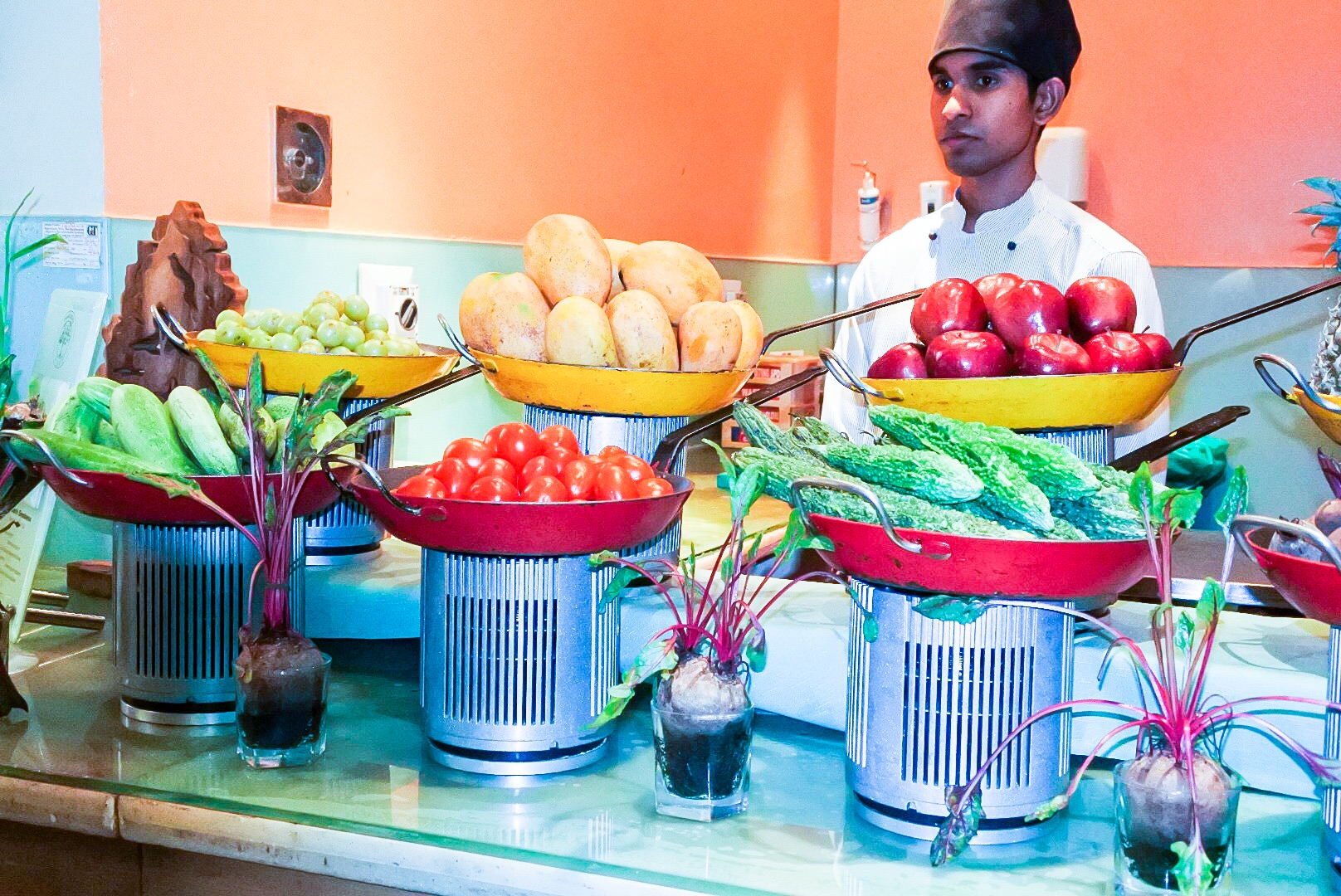 The fresh juice counter with a wide array of fruits and veggies available for juicing
