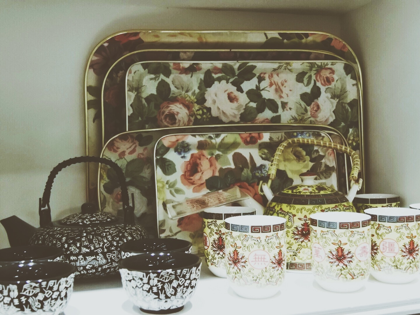 Loved the vintage-y flower-y trays