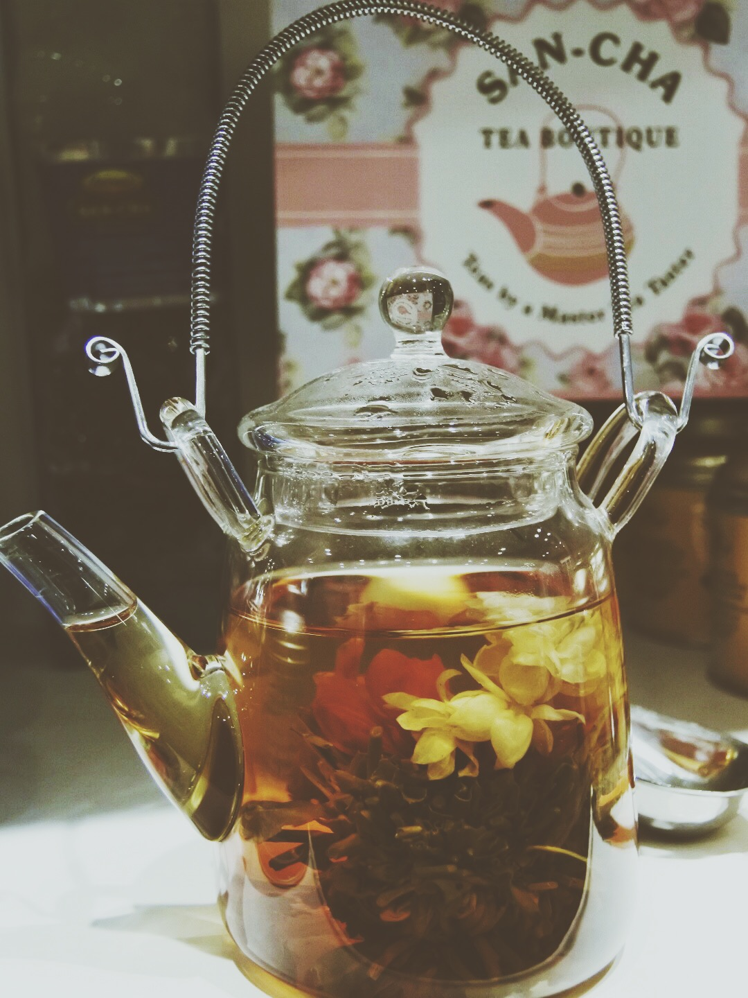 Jasmine green tea in its kettle